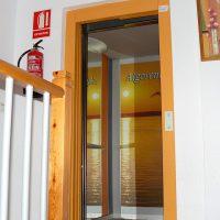 apartamentos-la-ribera-el-edificio-ascensor-01